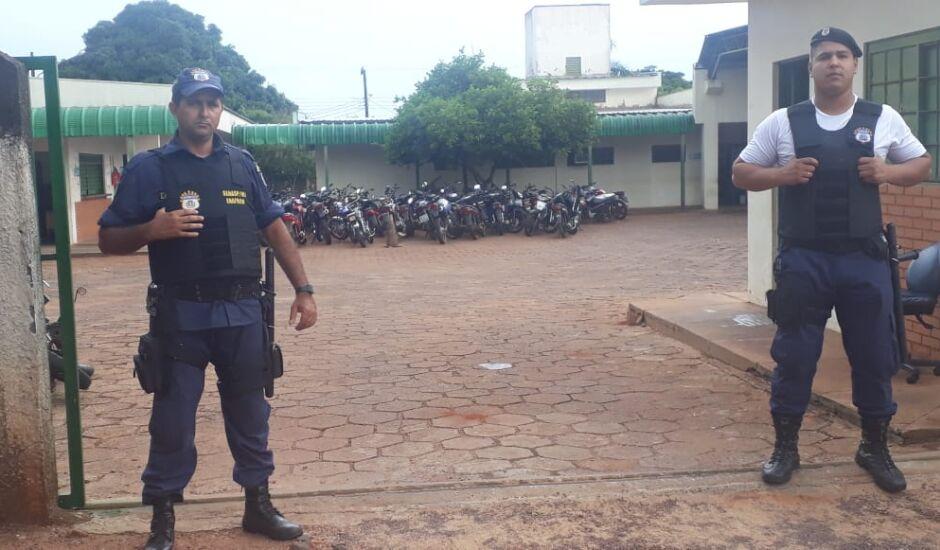Guardas se revezam em turnos e recolhem motos irregulares nas ruas