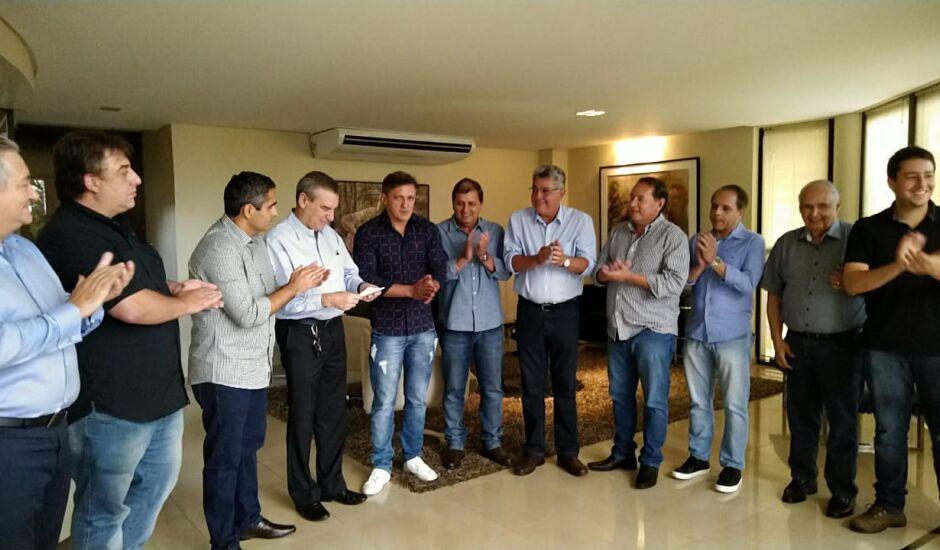 Deputados do G10 entregam nomes ao futuro presidente da Assembleia, Paulo Correia