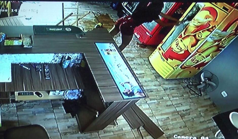 O caso foi registrado como dano qualificado na 1ª Delegacia de Polícia e a suspeita foi identificada